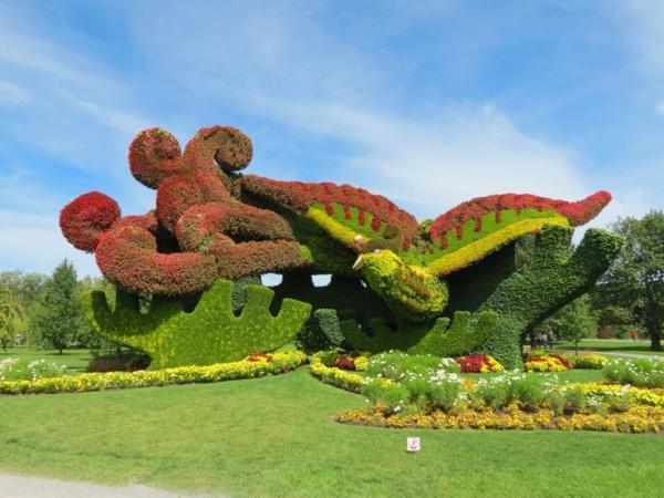 gartenskulpturen paradiesvogel bunte vegetation