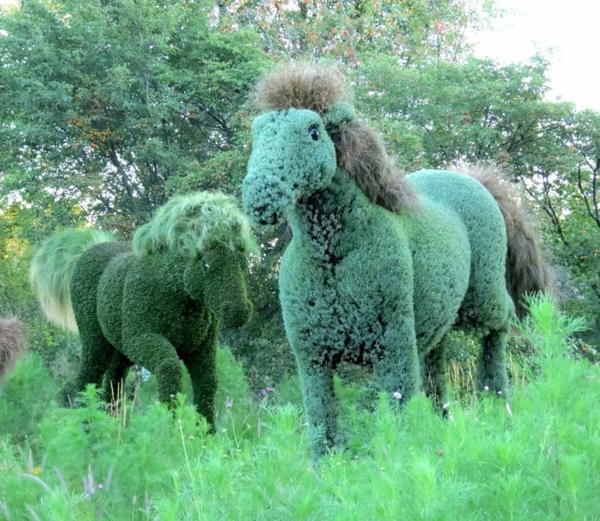 gartenskulpturen wilde pferde