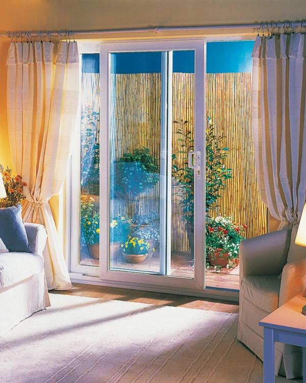 glasschiebetüren terasse wohnzimmer lange helle gardinen