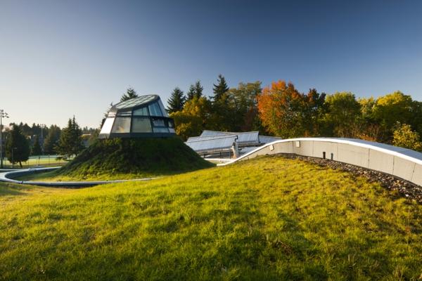 grünes dach solaranlagen glaskuppel