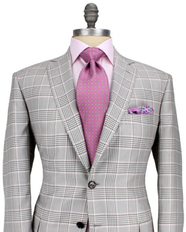 herrenmode italienischer anzug rosa hemd krawatte schulter breit v-förmig