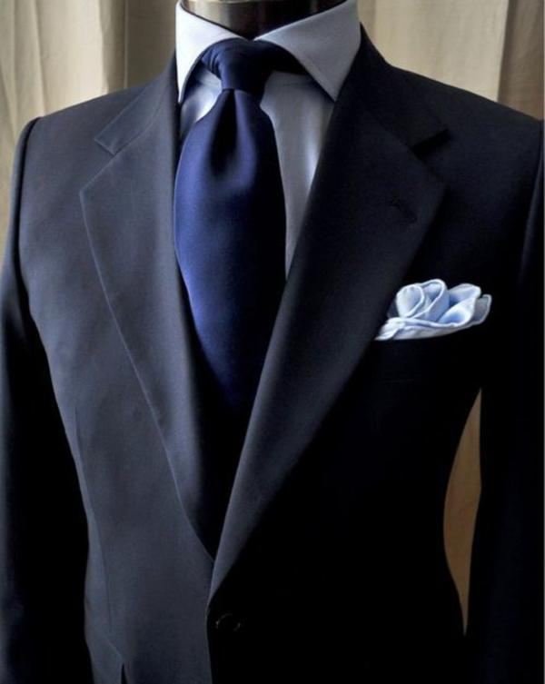 herrenmode italienischer anzug schulter breit v-förmig