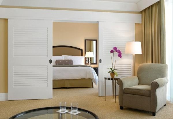 innentür schiebetür weiß holz modern schlafzimmer