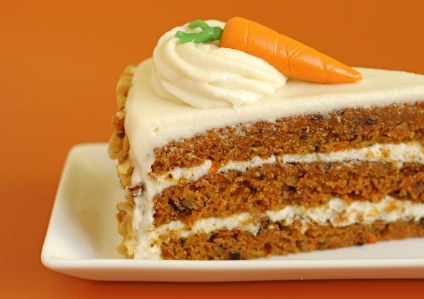 karottenkuchen weiße glasur zuckerkarotte walnüsse