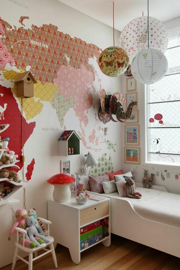 kinderzimmer dekorieren hängelampen weltmappe mehrere spielzeuge