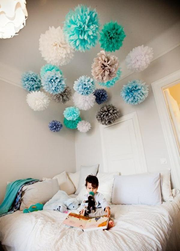 kinderzimmer dekorieren pompoms basteln aufhängen