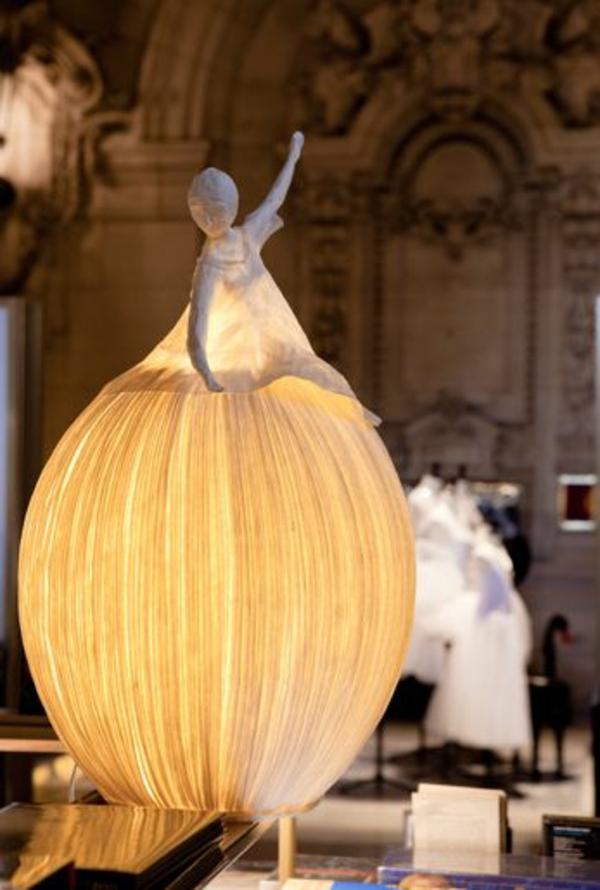 lampe papier basteln hängend tischlampe frau