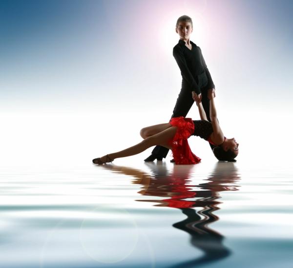 lateinamerikanische tänze junges paar
