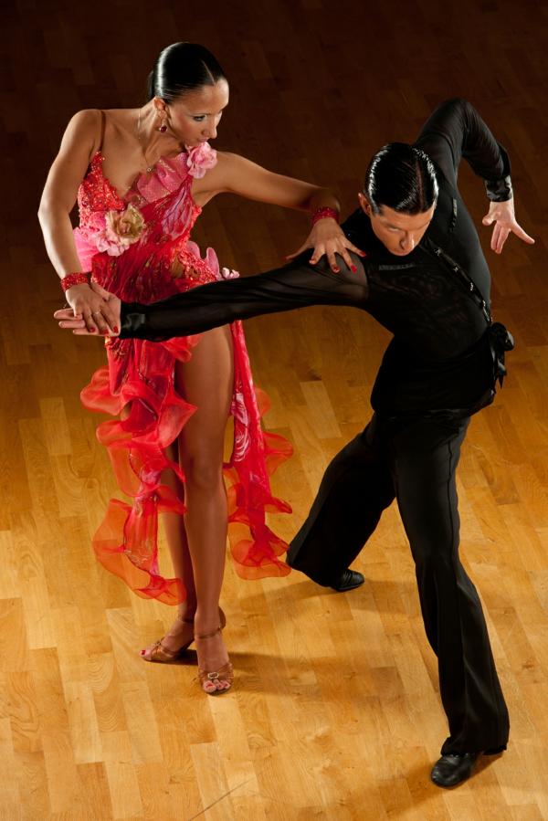lateinamerikanische tänze turniertäze