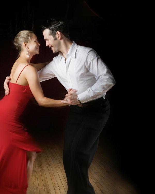 lateinamerikanische tänze merengue paar