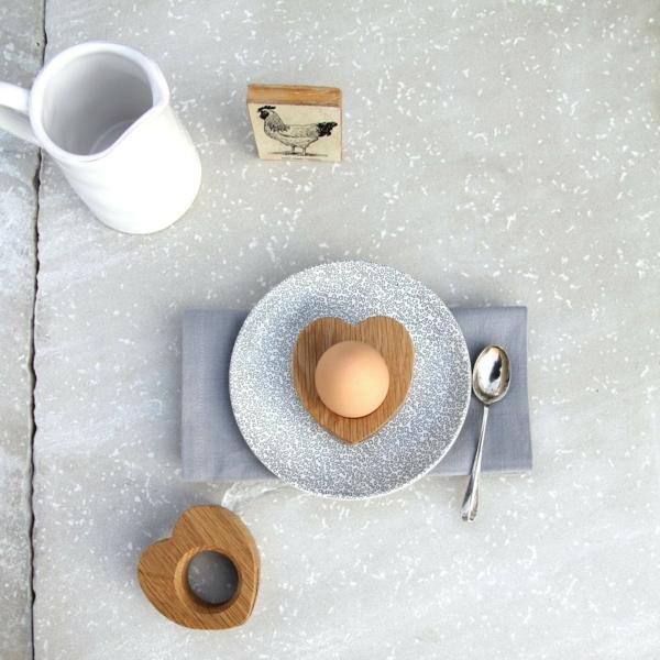 lustige eierbecher holz ostergeschenke Hop&Peck herz eihalter