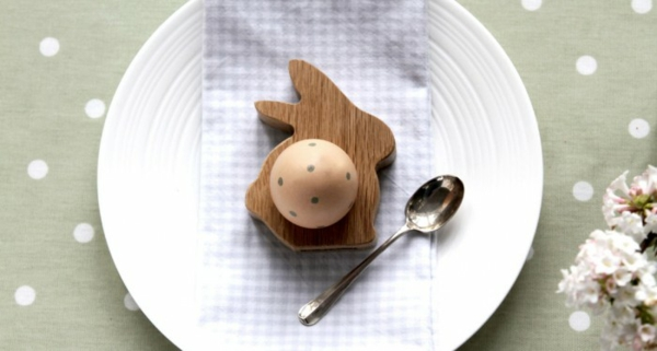 lustige eierbecher holz ostergeschenke Hop&Peck osterhase eihalter