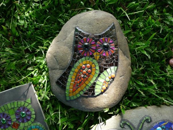 mosaik basteln stein mosaik im garten sonta berry. Black Bedroom Furniture Sets. Home Design Ideas
