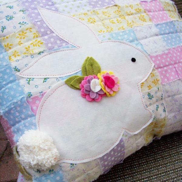 osterdeko basteln kissenhüllen nähen osterhasen patchwork dekokissen