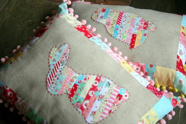 osterdeko selber basteln kissenhüllen nähen osterhasen patchwork kissenbezüge