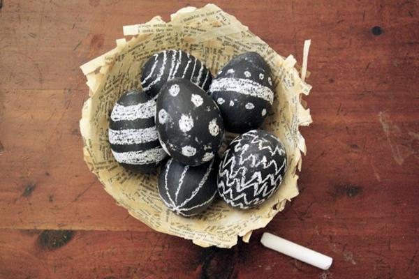 ostereier bildergalerie schwarz mit kreide ostereier gestalten