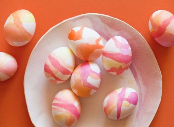 ostereier bemalen aquarellfarben gefärbte eier