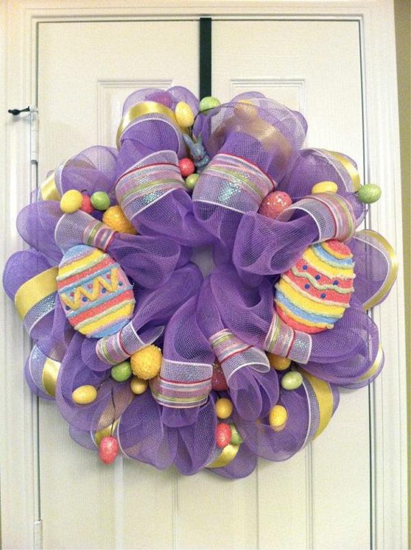 osterkranz basteln bunte eier lila stoff diy ideen bastelideen