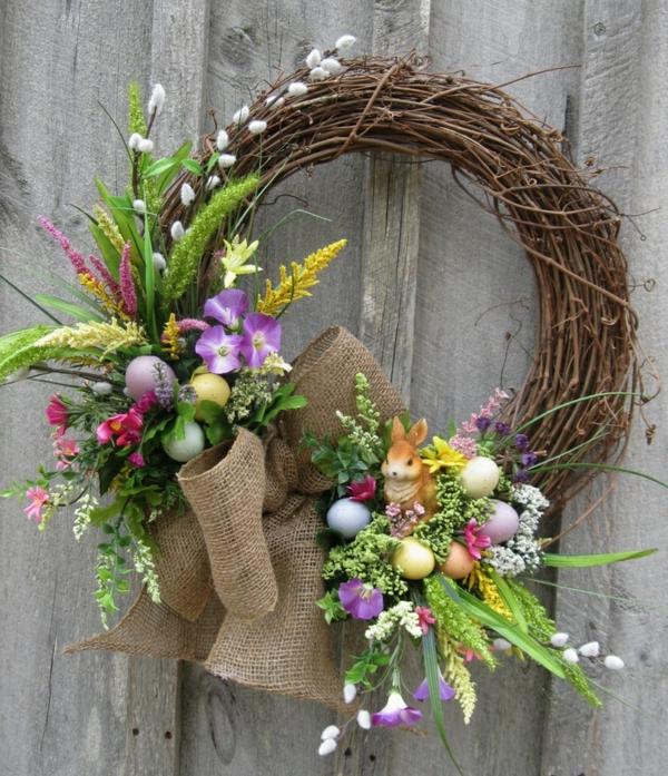 osterkranz basteln kreative bastelideen frühlingsblumen bunte eier
