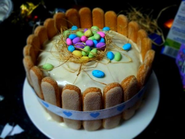 osterkuchen backen löffelbiskuit bunte bonbons eier