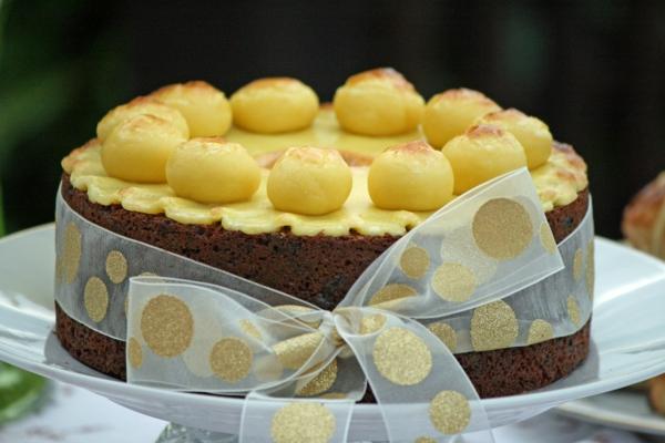 osterkuchen backen schokolade gelbe eier glasur