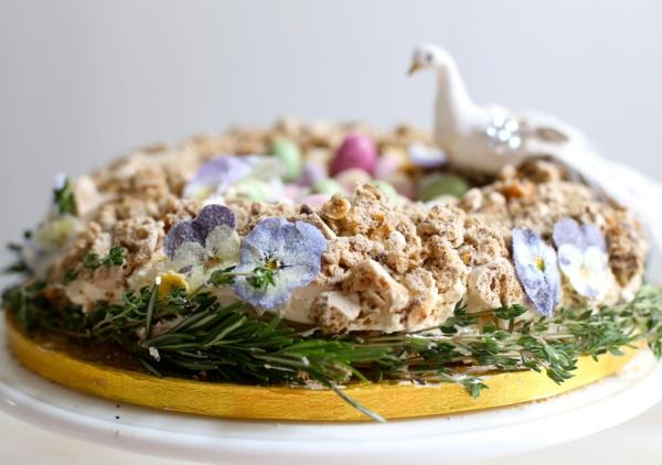 osterkuchen backen streuselteig echte veilchen rosmarin
