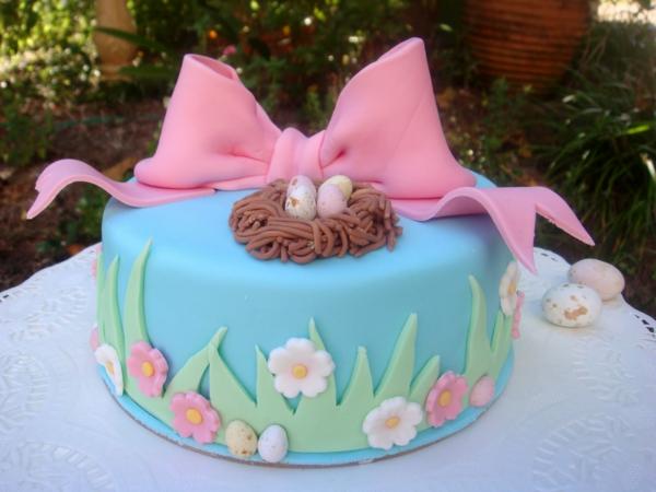 osterkuchen rosa schleife blaue glasur