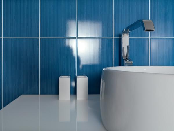 blau fliesen badezimmer ideen