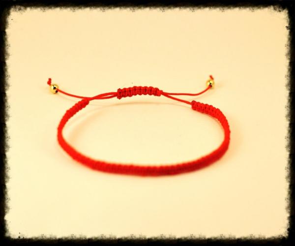 roter faden goldene elemente armband schmuck