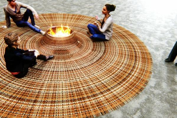 geflochtener teppich offene feuerstelle zusammensitzen
