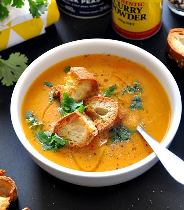 süßkartoffel suppe gebackenes brot
