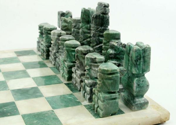 schach figuren malachit grün maserung