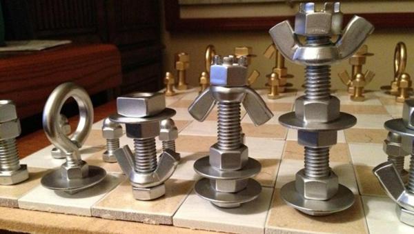 schachfiguren schachbrett keramik schrauben muttern