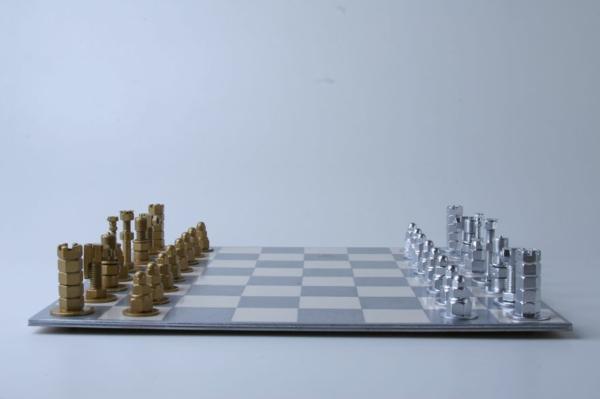 schachfiguren schachbrett silber gold