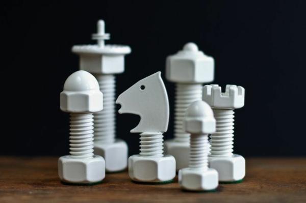 schach figuren schrauben bolzen weiß