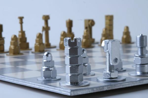 Pictures Of Nuts And Bolts >> Originelle DIY Schachfiguren aus Schrauben, Muttern und Bolzen
