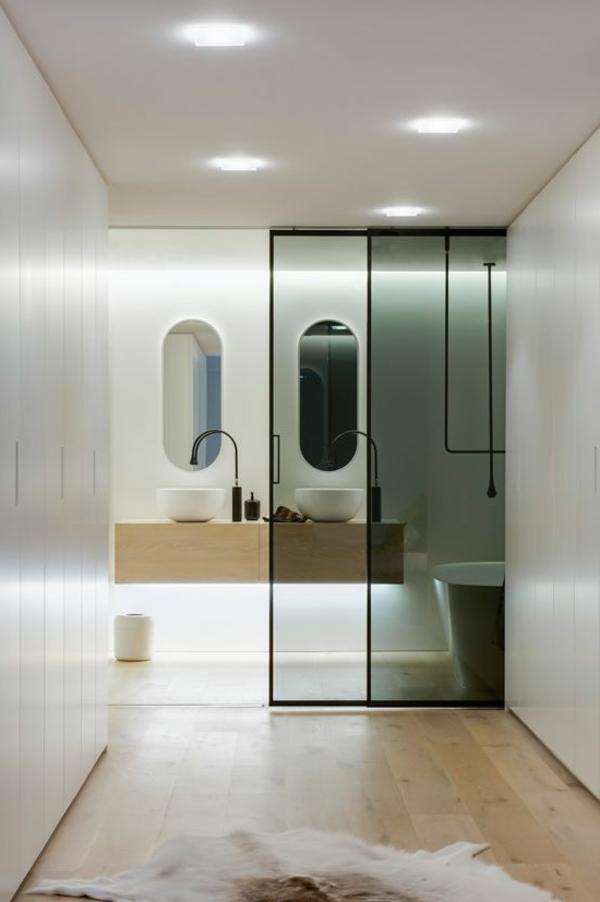 schiebetür glas bad badewanne badspiegel waschbecken