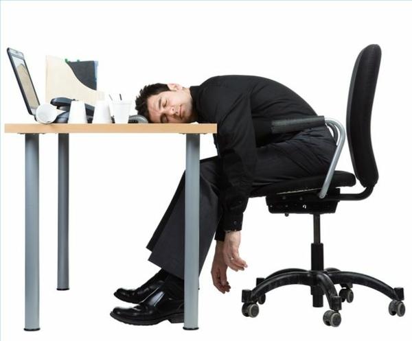 schlaflosigkeit-müdigkeit-office-schlaf