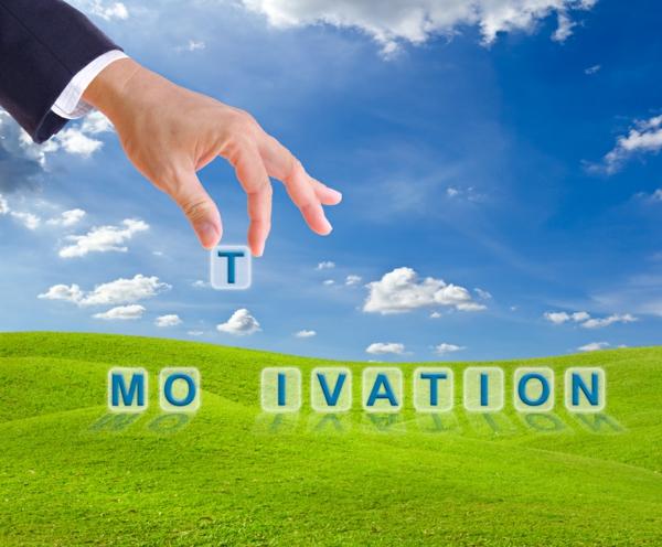 selbstmotivation motivation grüne wiese blauer himmel