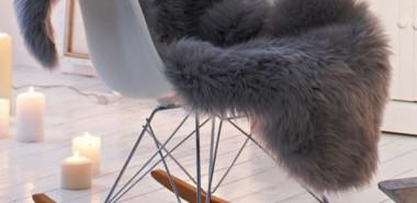 skandinavisch-einrichten-felldecke-eames-chair-skandinavische-wohnaccessoires