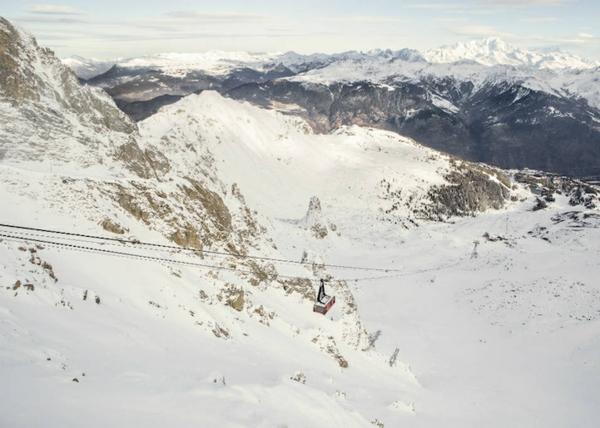 skihotel-luxus-seilbahn-alpen-schnee