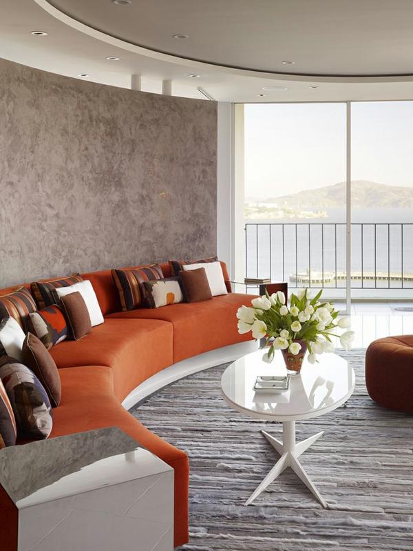sofa dekokissen ovaler beistelltisch blumen
