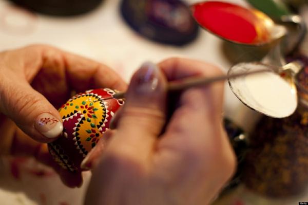 sorbische ostereier handgefärbt gelb rot