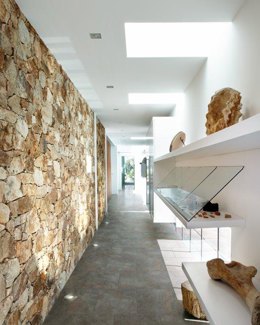 steinwand effektvoll natur rok zona giorno bodenfliesen