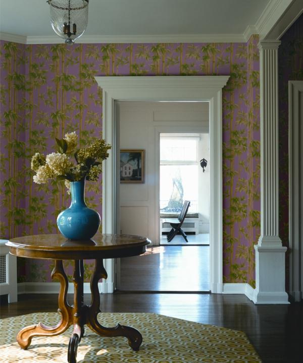 Graue Gestaltung Von Dem Flur Mit Wanddeko Bilderrahmen: Moderne Tapeten Gehören Zu Einer Zeitgenössischen Ausstattung