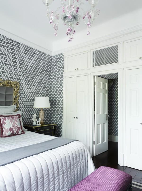 tapetenmuster stilvolles tapetenmuster im schlafzimmer und wunderschöner leuchter
