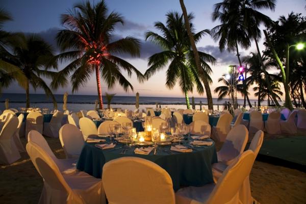 traumurlaub karibik luxus abendessen palmen
