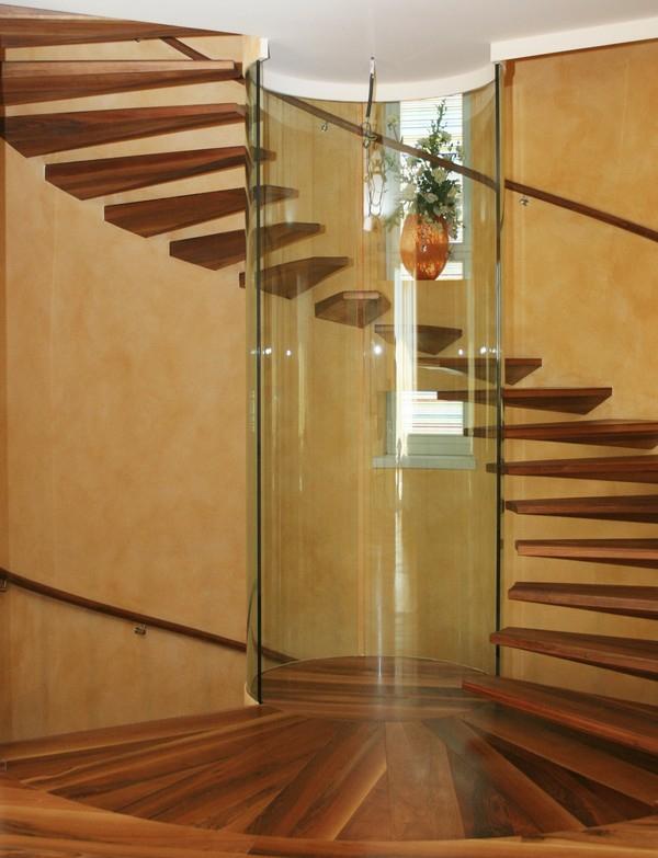 treppe glas dunkles holz schwebende stufen