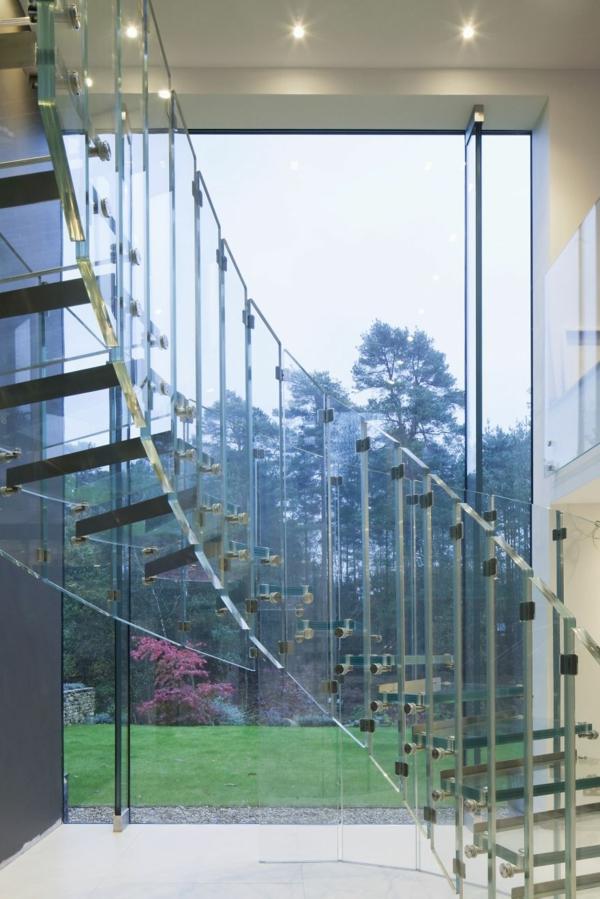 treppe siller glas spiralförmig