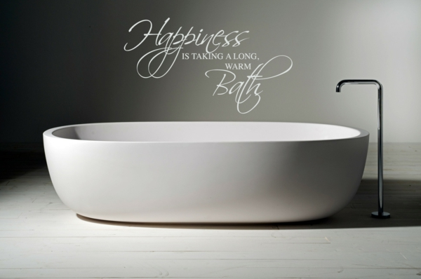 wandsprüche badezimmer badewanne hellgraue wände